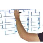 Mann Zeichnet Am Whiteboard